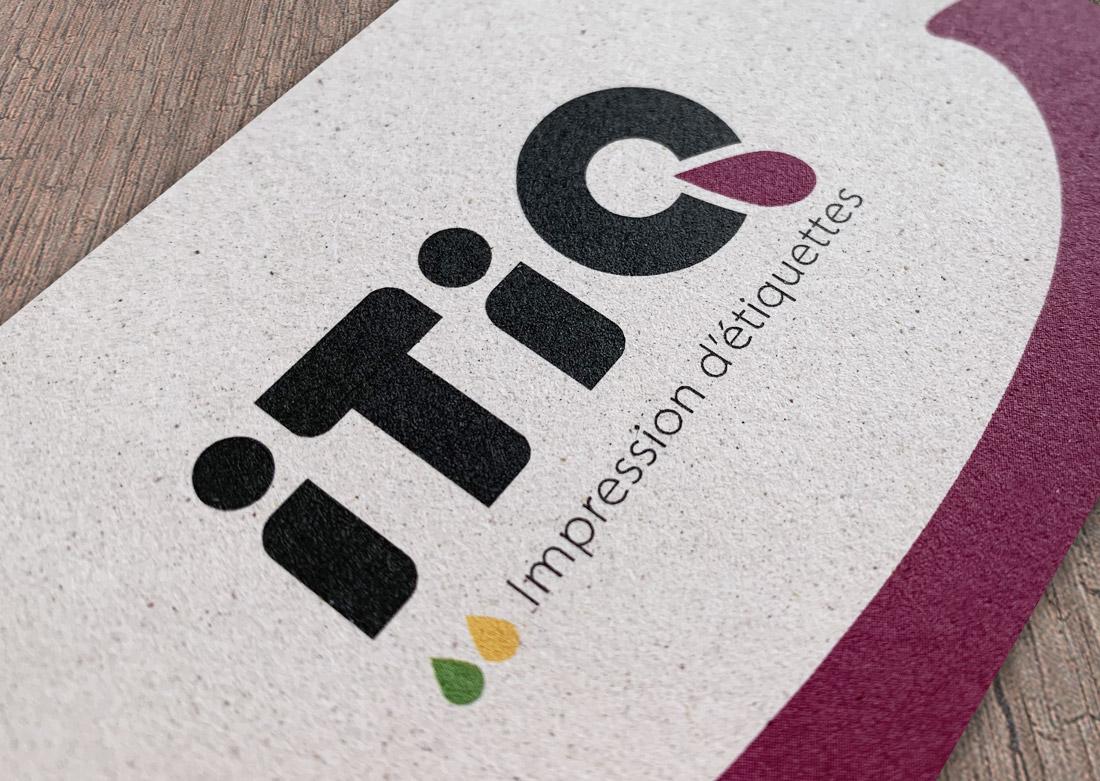 Logo sur la carte de visite (papier écologique à base de raisin)